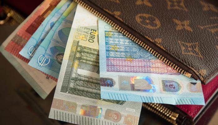 Chcete si požičať? Pozrite sa, čo považujú banky za pravidelný a stabilný príjem